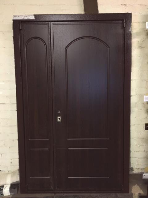 Двери с двойной створкой