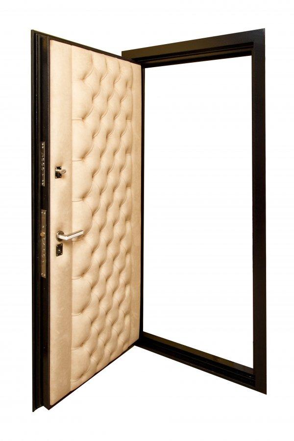 Двери с каретной стяжкой